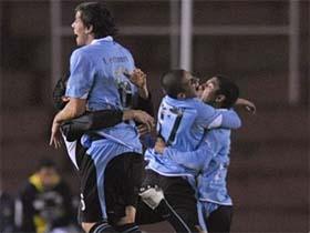 Seleção sub-20 comemorando a classificação para as Olimpíadas de 2012